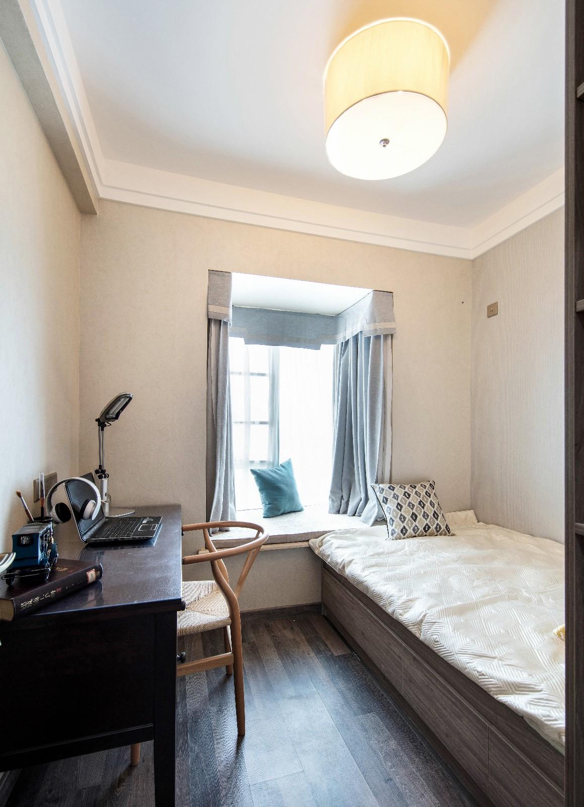 中式卧室工作区实景图