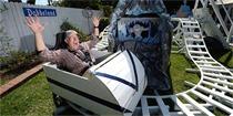 加州爷爷在后院为孙子自建游乐场