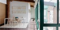 纽约旧麻纺厂改造公寓,创造了一个干净、现代、原始的空间