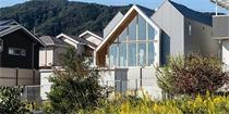 """日本新镇之家,""""山峦""""下的非传统日式住宅"""
